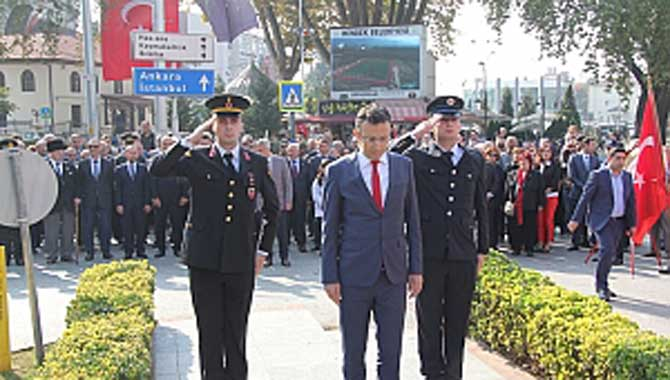 Hendek'te 29 Ekim kutlamaları törenle başladı