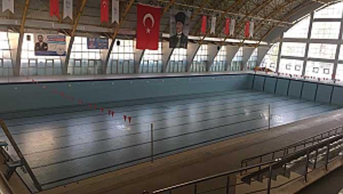 Sakarya Yüzme Havuzu Bahçesine 2 Tenis Kortu Yapılıyor