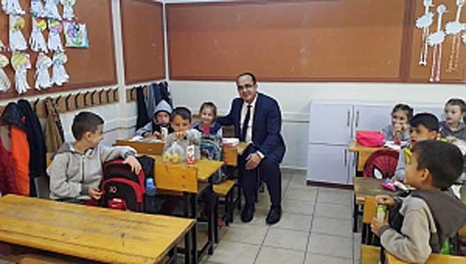 Taraklı Kaymakamı Abdullah Kurt Atatürk İlköğretim okulunu ziyaret etti