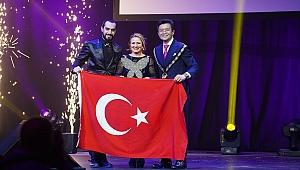112 ülkenin önünde Türk Bayrağını dalgalandırdılar!