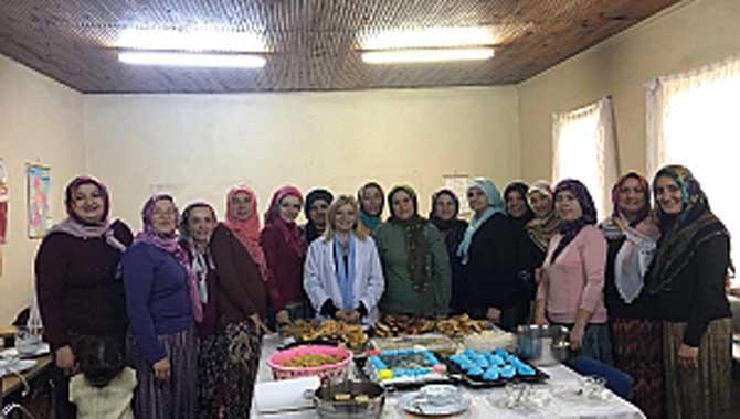Abalı Giyim Kursu Öğrencilerinden Öğretmenlerine Sürpriz Kutlama