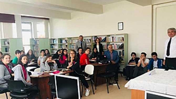 Aykut Yiğit Ortaokulu Yazar Fahri Tuna'yı ağırladı.