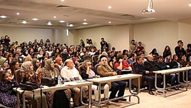 Çeviri ve Çevirmenlikte Kültürün Rolü Konuşuldu