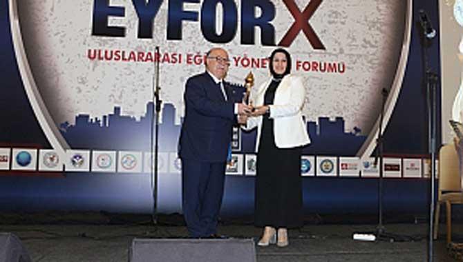 Durmuş'a 'Yılın Örnek Eğitim Yöneticisi' Ödülü