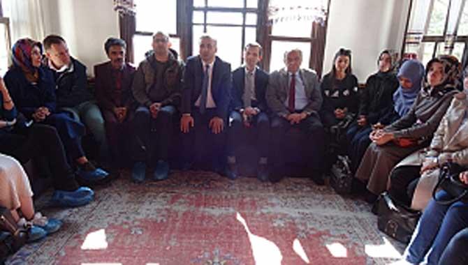 Öğretmenler Taraklı Kültür Evinde Müzik dinletisi etkinliği gerçekleştirildi.