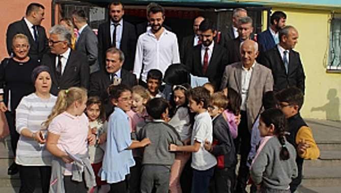 Okul Ziyaretinde Öğrencilerden Durmuş'a Sevgi Seli