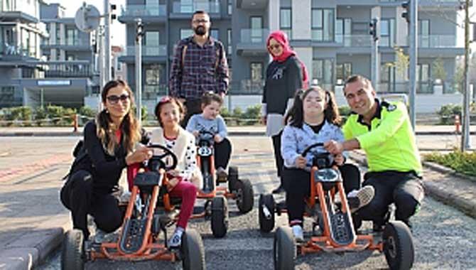 Özel Çocuklar Trafik Park'ta Murat Ağabeyleri ile çok eğlendi.