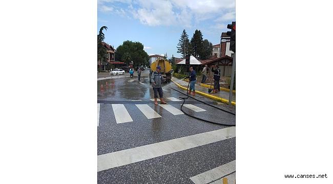 Sapanca da Caddeler Periyodik Olarak Yıkanıyor
