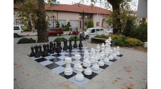 Sapanca'nın Sokaklarında Satranç Var