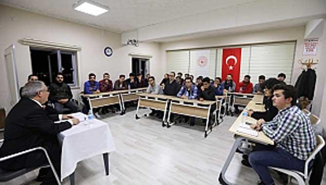 Vali NayirHukukhane Programında Öğrencilerle Bir Araya Geldi