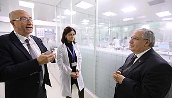 Vali Nayir Neutec İlaç Fabrikasında İncelemelerde Bulundu