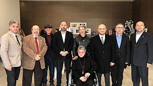İYİ Parti, Sanatçı Zerrin Sağdıç'ın Sergisini Ziyaret Etti