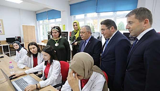 Vali Nayir'den Adapazarı Mesleki ve Teknik Lisesine Ziyaret