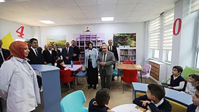 Vali Nayir Okul Ziyaretinde Tasarım ve Beceri Atölyelerinin Açılışını da Yaptı