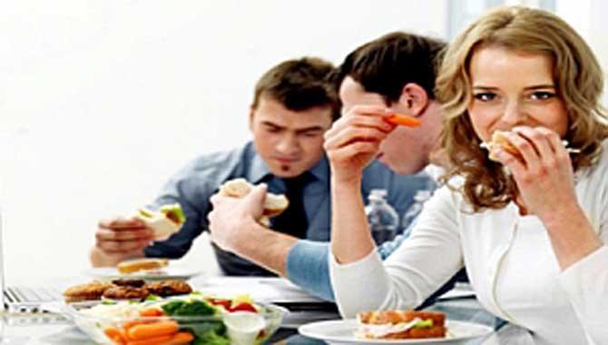 Yoğun çalışanları zinde tutacak beslenme önerileri