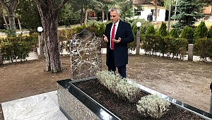 Babaoğlu, Alparslan Türkeş'in kabrini ziyaret etti