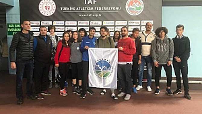Büyükşehirli sporcular İstanbul'dan derecelerle döndü