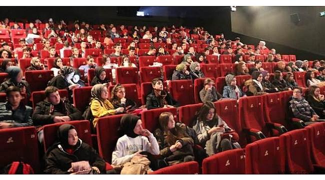 Gençler, Beyaz Hüzün Filmini İzledi