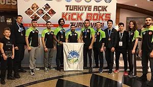Kick Boks'ta Büyükşehirli sporcular kürsüde