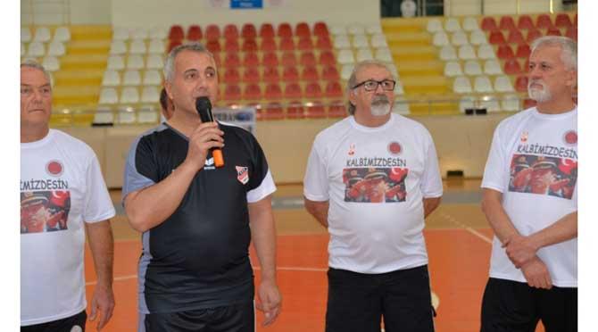 Veteran Hentbolcular Gaffar Okkan'ı unutmadı