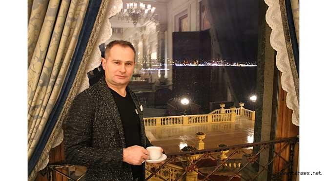 Akif Yener. Çırağan Sarayı'nda