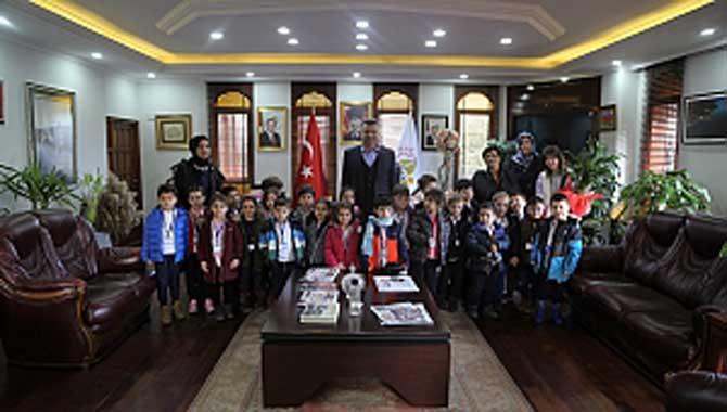 Başkan Özen'in Minik Misafirleri