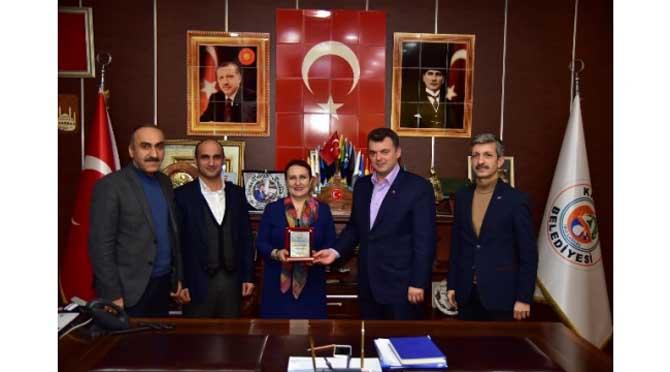 """""""Başkan Sarı, Emekli Olan Personele Plaket Takdim Etti"""""""