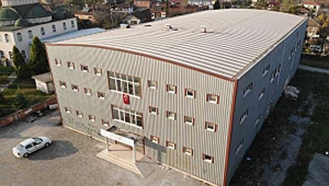 Erenler Bekirpaşa Cemal Kamacı Spor Salonu yeniden hizmete açıldı