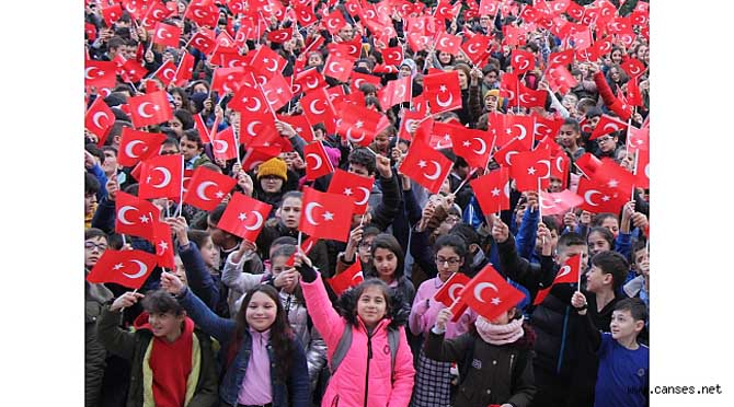 Mithatpaşa Ortaokulu'ndan Bayrak Şov