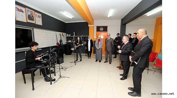 Vali Nayir Cevat Ayhan Fen Lisesini Gezdi