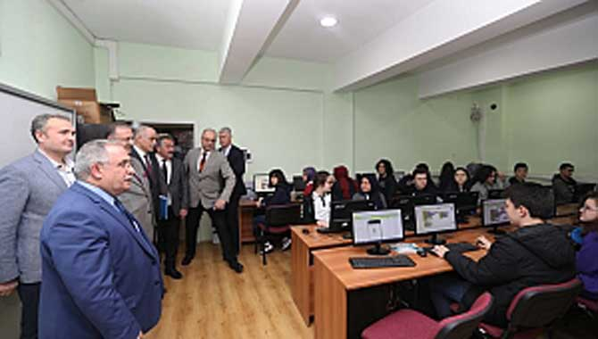 Vali Nayir Necmettin Erbakan Fen Lisesini Ziyaret Etti