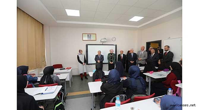 Vali Nayir Şehit Yılmaz Ercan Anadolu İmam Hatip Lisesini Ziyaret Etti