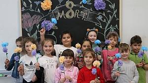 Minik öğrenciler 8 Mart Dünya Kadınlar Günü'nü unutmadı