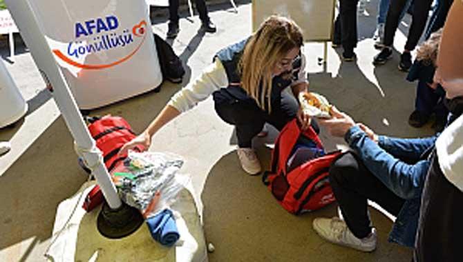 Öğrenciler Deprem Tatbikatını İlgiyle İzledi