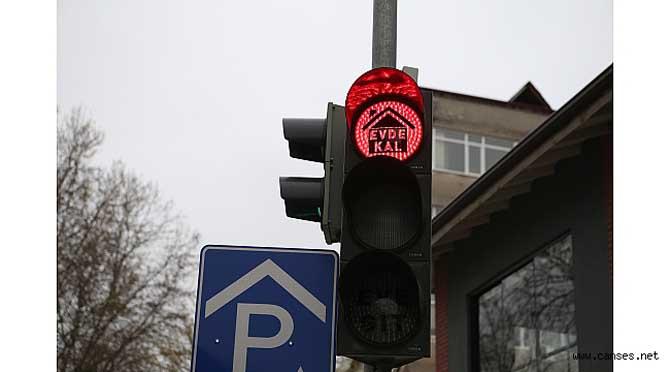Trafik ışıklarında 'Evde Kal' farkındalığı
