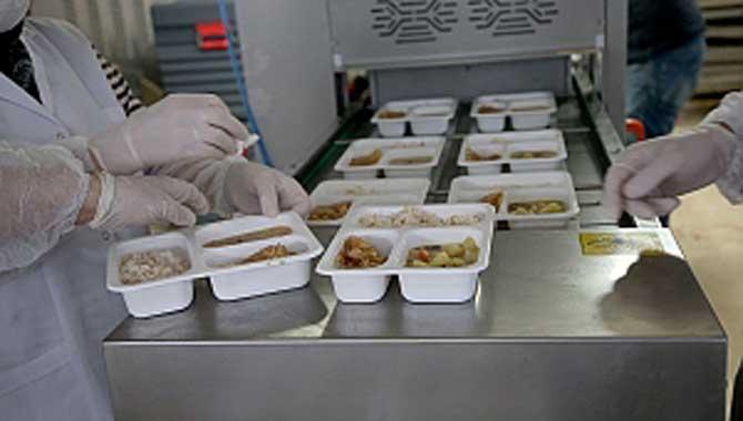 İhtiyaç sahiplerine sıcak yemek desteği Büyükşehir'den