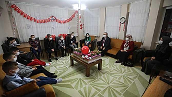 Vali Nayir İstiklal Marşını Sevgi Evlerindeki Çocuklarla Birlikte Okudu