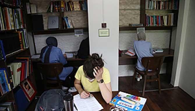 Faik Baysal Kütüphanesi kapılarını açtı
