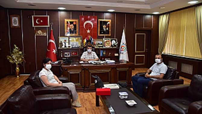 """""""Kızılay'dan Başkan Sarı'ya Teşekkür Plaketi"""""""