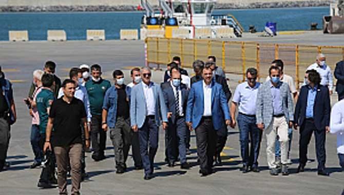 """Vali Kaldırım: """"Karasu Limanı İlimiz İçin Büyük Bir Şans"""""""
