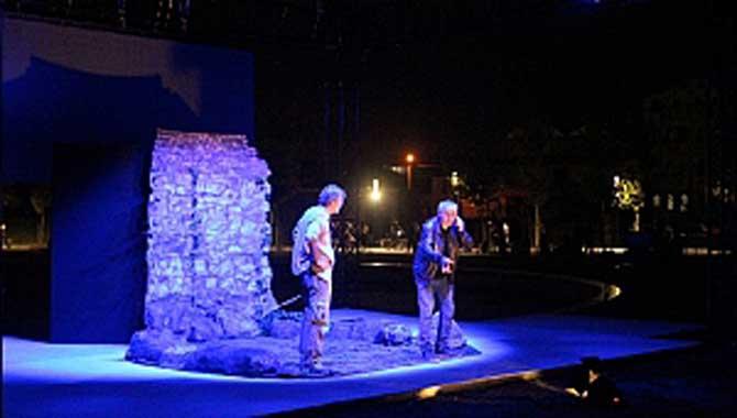 Büyükşehir Belediyesi yaz etkinlikleri 'Bir Kuyu Üç Yusuf' isimli tiyatro oyunu ile devam etti. Millet Bahçesi'nde gerçekleşen etkinliğe vatandaşlar yoğun ilgi gösterdi