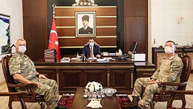 Halef-Selef Komutanlardan Vali Çetin Oktay Kaldırım'a Ziyaret