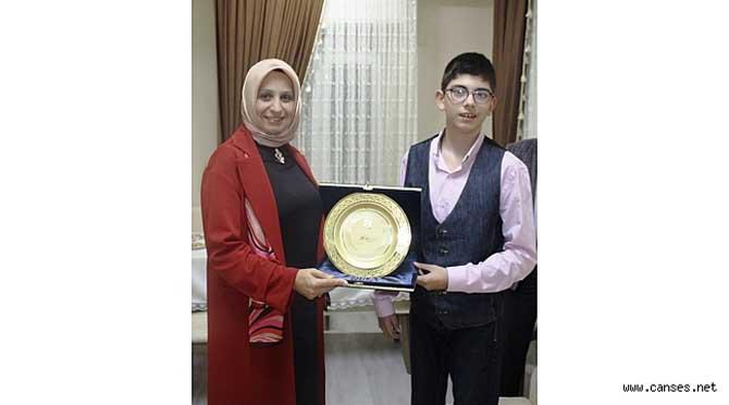 Durmuş'tan Şampiyon Öğrencimize Tebrik