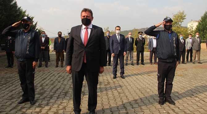 FERİZLİ'DE CUMHURİYET BAYRAMI KUTLAMALARI ÇELENK SUNMA TÖRENİ İLE BAŞLADI