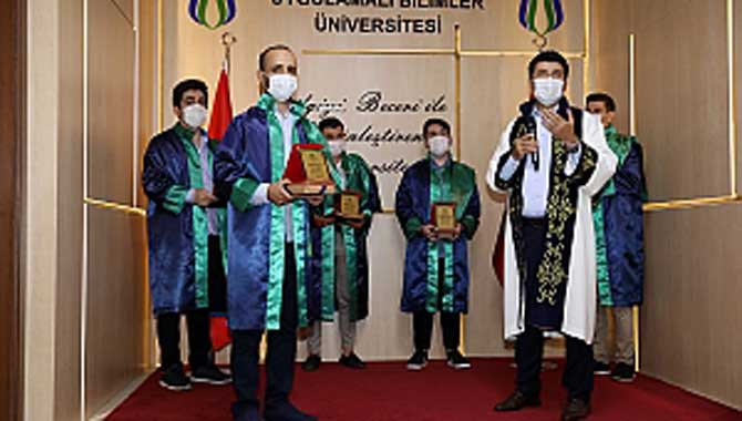 SUBÜ'de dereceye giren öğrenciler ödüllendirildi