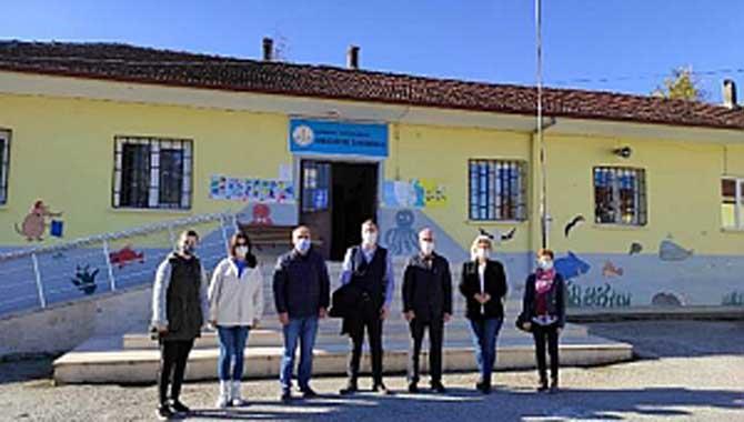 Atatürk'ten Mecidiye İlkokuluna Öğretmenler Günü Ziyareti