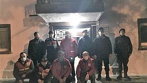 Gece nöbetindeki görevlilere ikramlarda bulundu