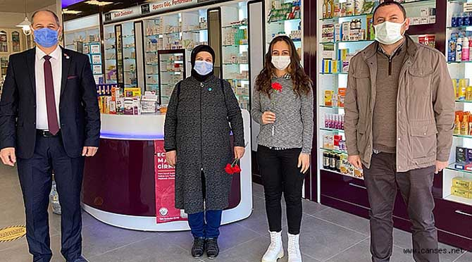 Özdemir, özveriyle çalışan kadın sağlık personellerini ziyaret etti