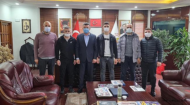 Başkan Özen'den Türkiye Şampiyonuna Ödül