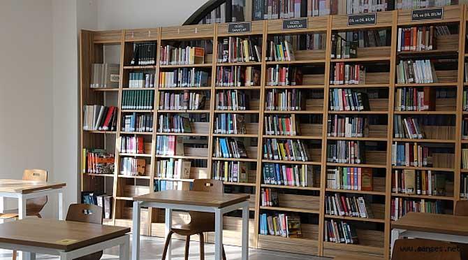 Serdivan Fikir Sanat Kütüphanesi Kitapseverleri Ağırlıyor